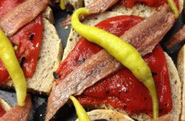 Pan de Vino con anchoa