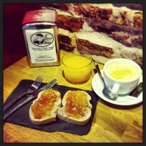 Desayuno Taberna del Tío Blas con tostadas